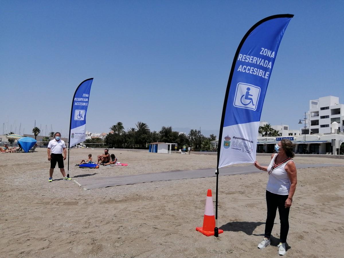 29/07/20 El Ayuntamiento de El Ejido reserva un tramo de playa en Levante destinado a facilitar la estancia en la arena y el acceso al agua de las personas con movilidad reducida