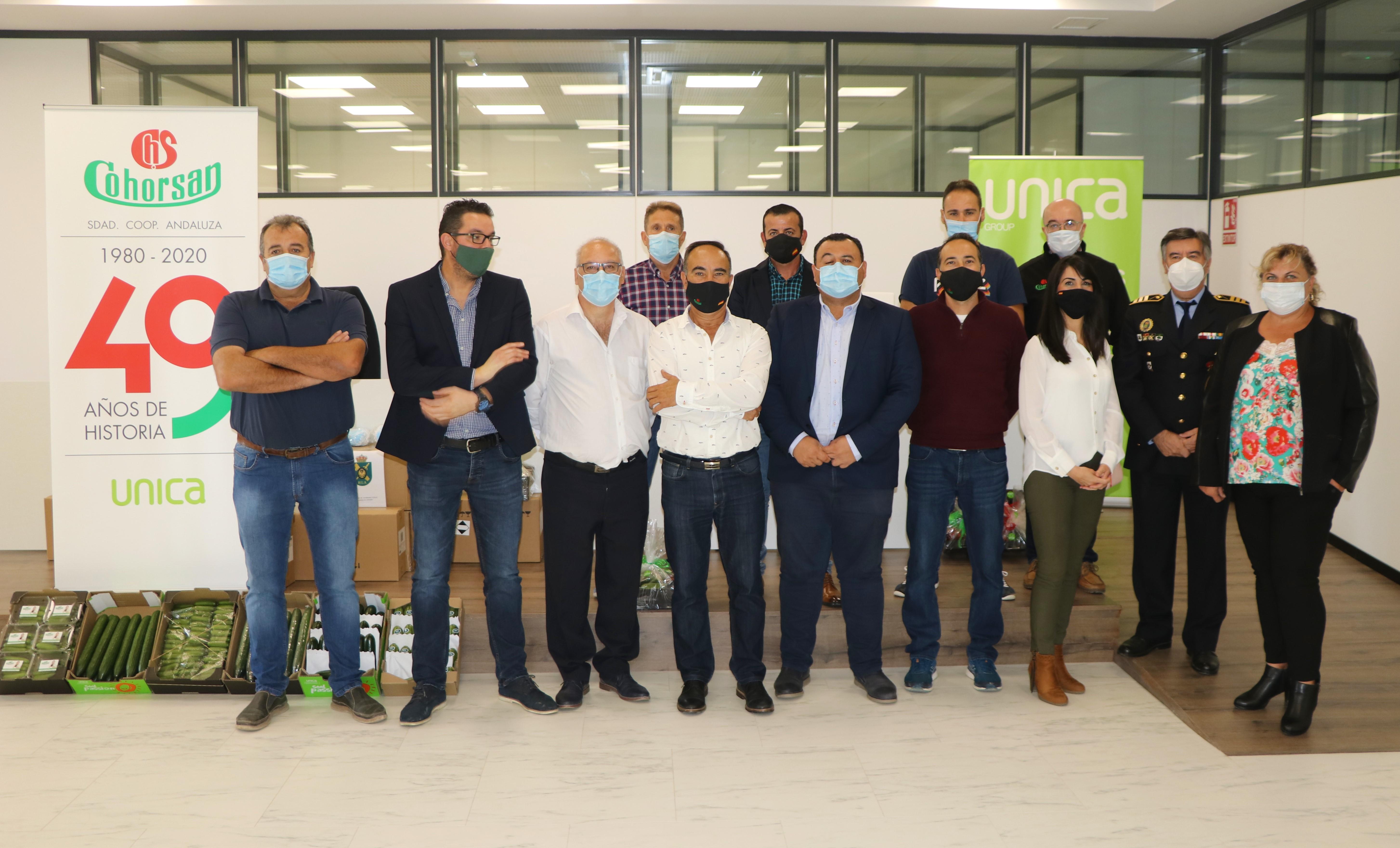 La Hermandad de Guardias Civiles Auxiliares de Almería hace entrega a través de la Cooperativa Cohorsan de un total de 7.500 mascarillas y 100 litros de gel hidroalcohólico para donarlos a diferentes entidades del núcleo de San Agustín
