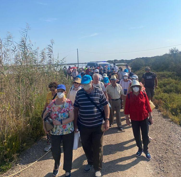 El Ejido celebra el Día Internacional del Mayor con una ruta guiada por el Paraje de Punta Entinas y un desayuno saludable